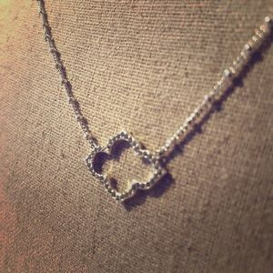 Stella & Dot silver clover necklace